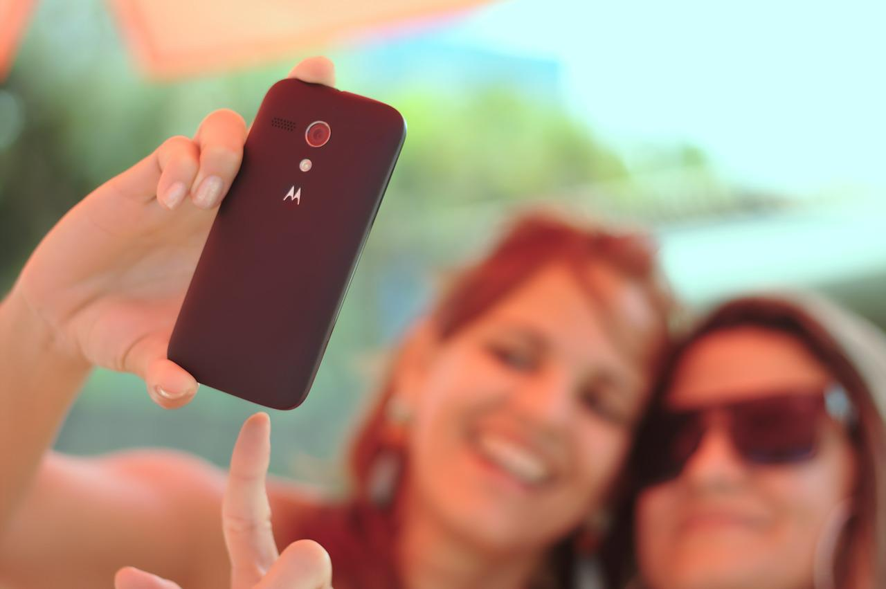 2 girls making a selfie with a charming smile